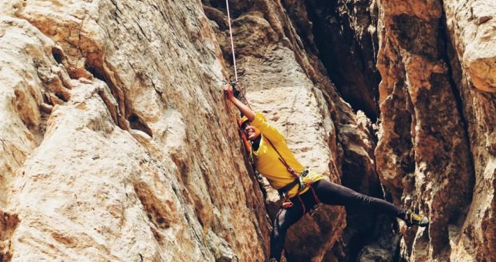 SEO und Content müssen beide gemeinsam den Berg erklimmen. | Foto: Soroush Karimi via Unsplash